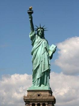 """Tượng """"Nữ Thần Tự Do"""" ở New York ( ảnh : http://wirednewyork.com)"""