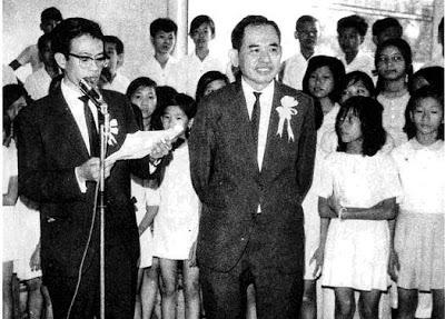Nhà văn Nhật Tiến giới thiệu ông Nguyễn Hùng Trương trong buổi ra mắt tuần báo Thiếu Nhi